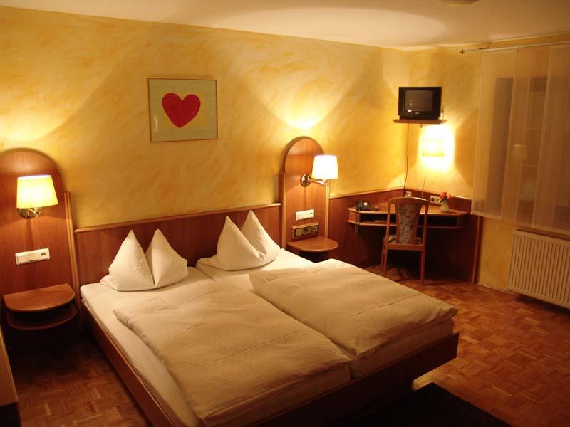 hotel-pension-taubertal_gaetsezimmer-3
